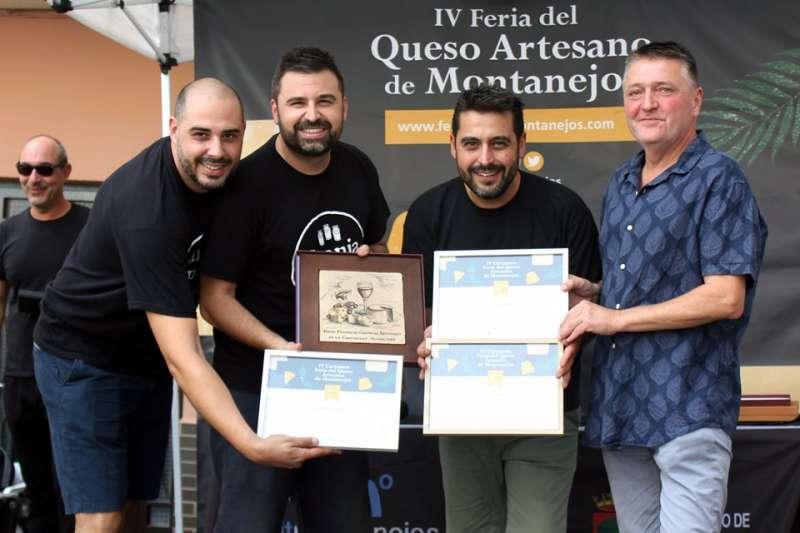 Ganadores del concurso con el alcalde, Miguel Sandalinas