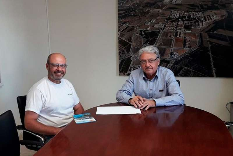 El Alcalde de Loriguilla, Manuel Cervera, junto al gerente de Consval 2012 SL., Juan Carlos Vidal. EPDA.