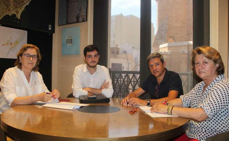 Alberto Aznar Traval se reúne con la alcaldesa de Borriana y el concejal de Servicios Sociales. EPDA