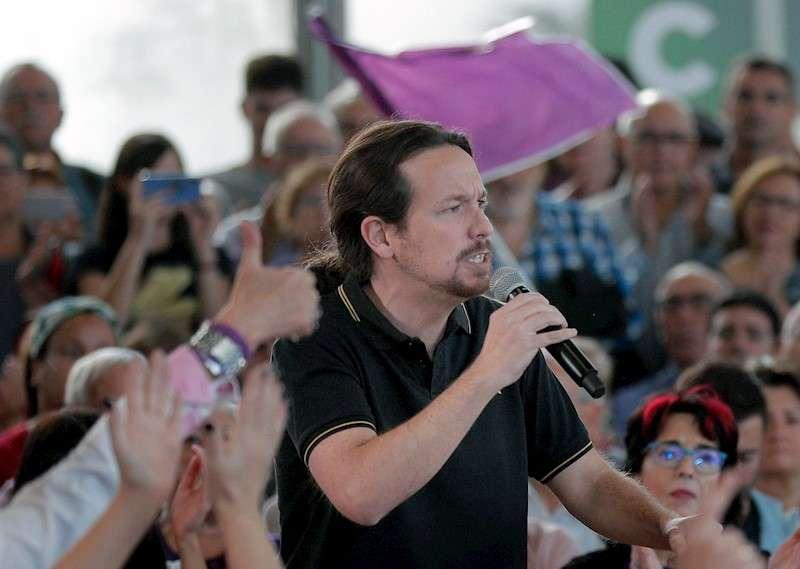 El candidato de Unidas Podemos a la presidencia del Gobierno, Pablo Iglesias, a la llegada del mitin de este miércoles en València junto a los cabezas de lista de su formación por Alicante, Castellón y Valencia. EFE/ Kai Försterling