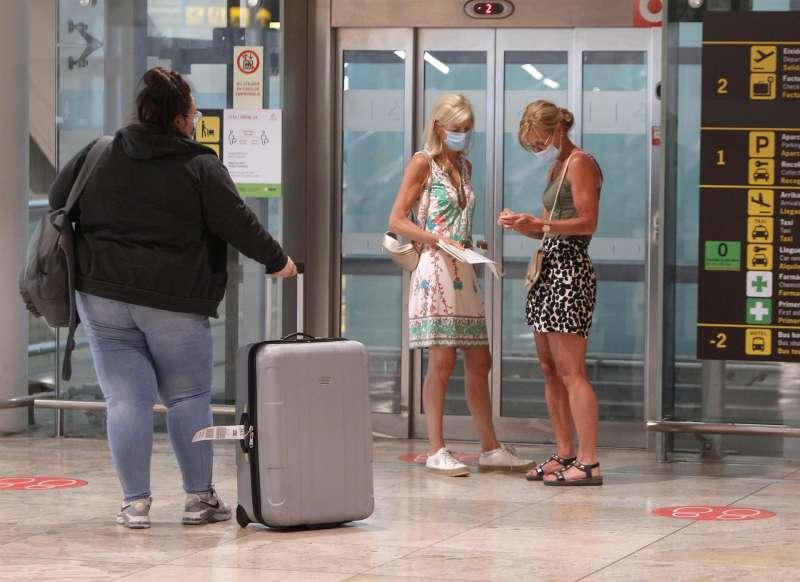 Pasajeros en el aeropuerto de Alicante-Elche Miguel Hernández.