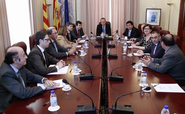 Reunión del Jefe del Consell con representantes del sector turístico y empresarial de la provincia de Castellón.