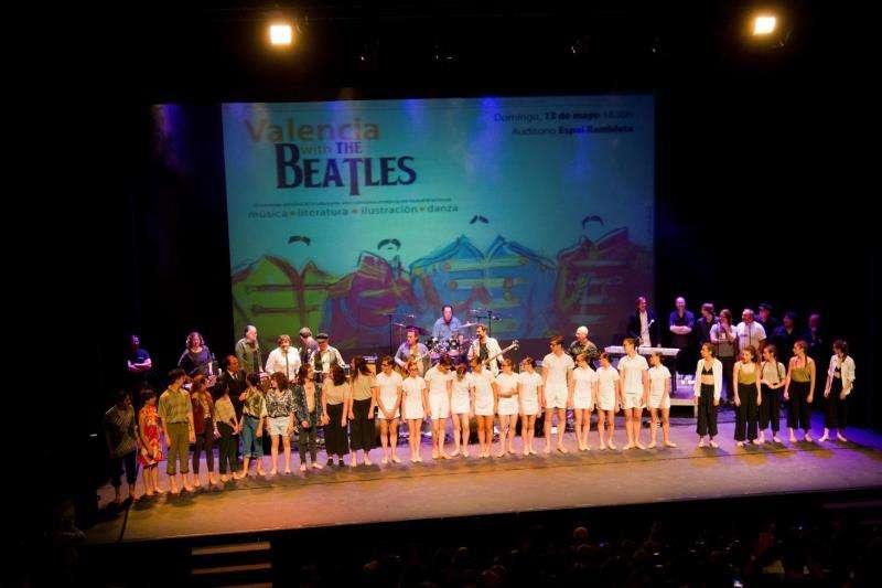 Imagen cedida por el grupo Los Inhumanos, miembros de la plataforma La Movida Valenciana, del espectáculo que representarán en el Teatro Olympia de homenaje a los Beatles. EFE