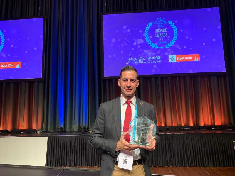 El alcalde de Mislata con el premio. EPDA