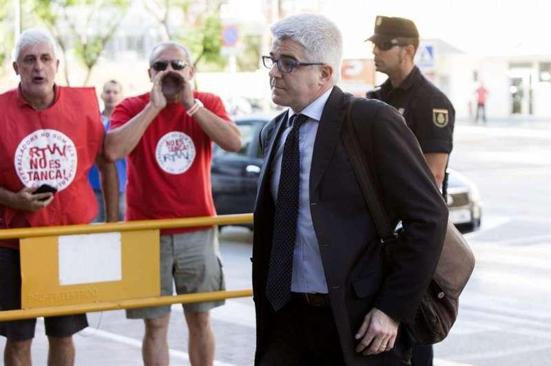El exdirector general de Radio Televisión Valenciana (RTVV), José López Jaraba, a su llegada al juzgado de la localidad valenciana de Paterna. EFE/Gustavo Grillo/Archivo