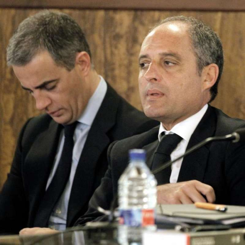 El expresident de la Generalitat Francisco Camps (d) y el ex secretario general del PPCV Ricardo Costa. EFE/Archivo