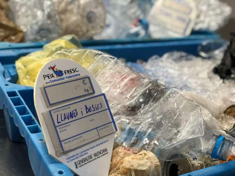 Plástico en la lonja de Dénia. EPDA