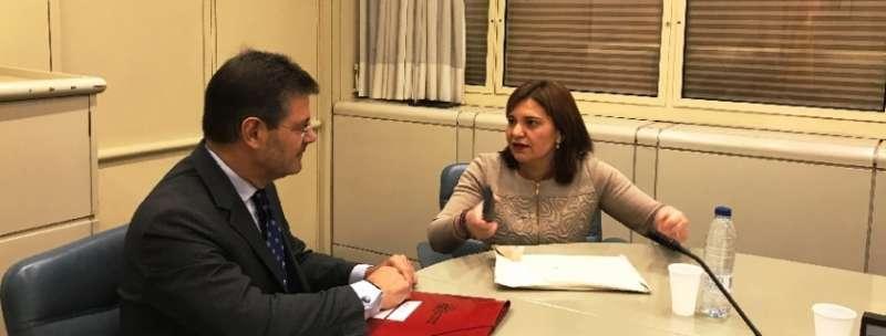 El Ministro Catalá con Isabel Bonig.