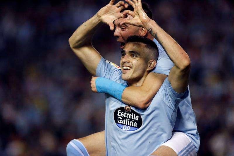 El delantero uruguayo Maxi Gómez celebra un gol con el Celta. EFE