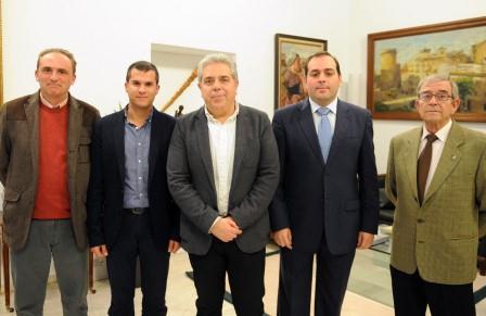 El diputado provincial de Cooperación se reúne con representantes de la Soicedad Unión Artístico Musical de Ontinyent.