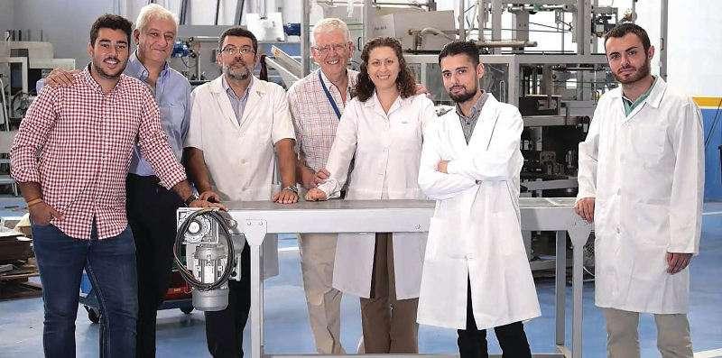 Equipo de la empresa Microbiotech, de Alcàsser. EPDA