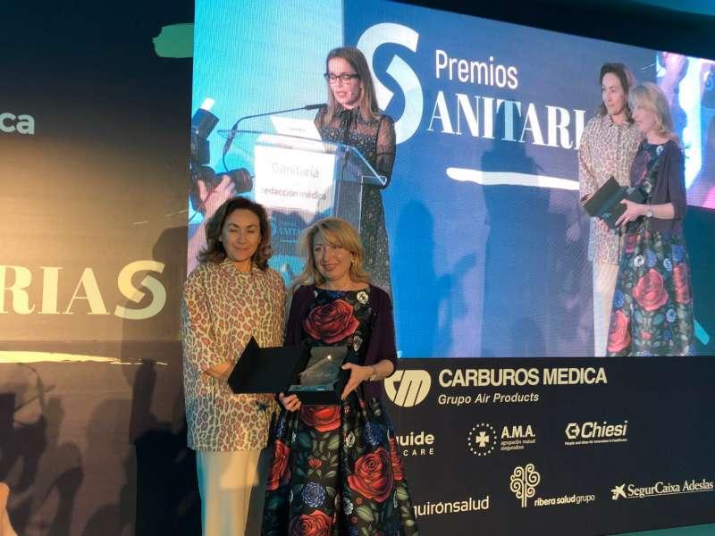 La doctora Hurtado recibiendo el premio. FOTO EPDA