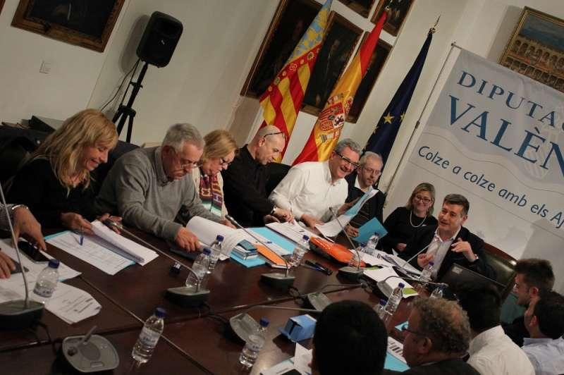 Instante de la reunión con los representantes de C