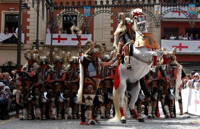 Momento de las fiestas de los Moros y Cristianos de Alcoy (Alicante), en una edición anterior. EFE/MORELL