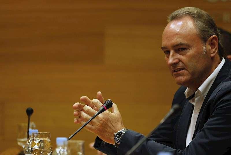 El candidato a senador territorial del PP, Alberto Fabra, al inicio de su intervención en la comisión de Les Corts Valencianes. EFE