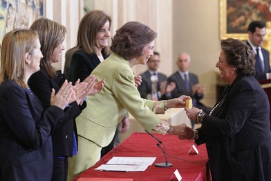 La Reina Sofia entrega a Rita Barbérá el premio