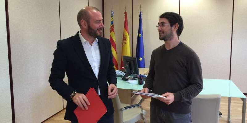 El diputado de Hacienda con el alcalde de Algímia d