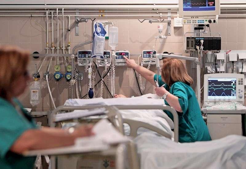 Imagen de la Unidad de Cuidados Intensivos del Hospital General de Valencia. EFE