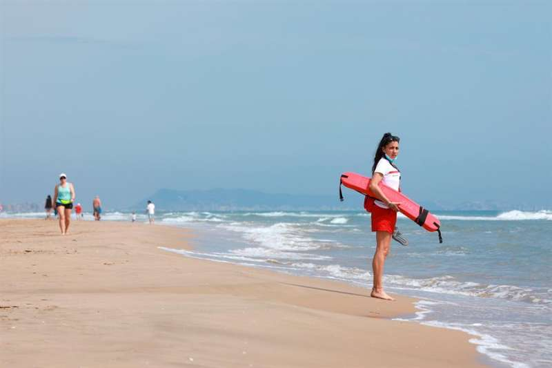 Foto socorrista playa. Archivo EFE