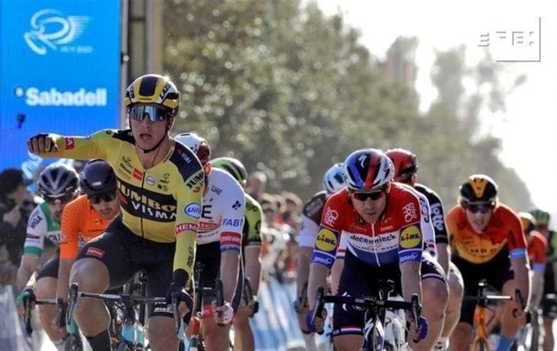 El ciclista holandés del equipo Jumbo-Visma, Dylan Groenewegen (izqda). EFE/Manuel Bruque