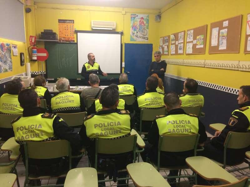 La Policía Local de Sagunt en una reunión de coordinación. EPDA