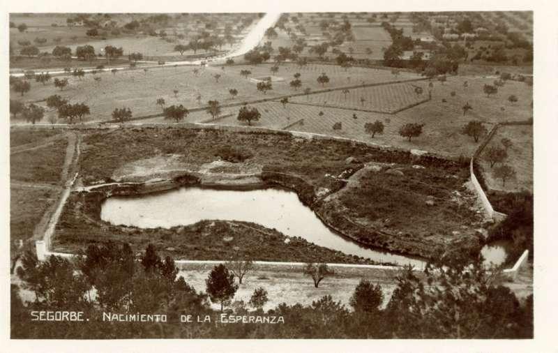 Foto antigua del manantial de la Esperanza