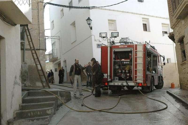 Bomberos de Teruel en una intervención en Torrecilla de Alcañiz. EFE