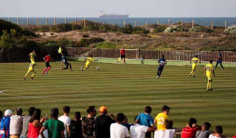 El Levante UD durante el partido amistoso disputado recientemente ante el Villarreal CF en El Saler. EFE