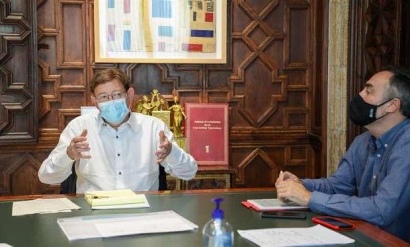 El president de la Generalitat, Ximo Puig, junto con el director general de Coordinación de la Acción del Gobierno y responsable de la Oficina Valenciana para la Recuperación, Juan Angel Poyatos. EFE/GENERALITAT./ EPDA