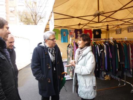 En la feria participan todos los comercios asociados de Moncada. FOTO: EPDA