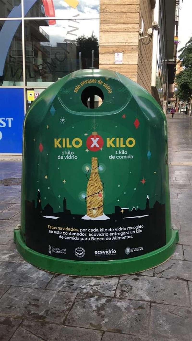 El contenedor de vidrio con el lema de la campaña: