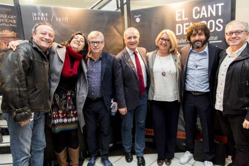 La diputada Rosa Pérez Garijo con los premiados // Foto: Eva Máñez