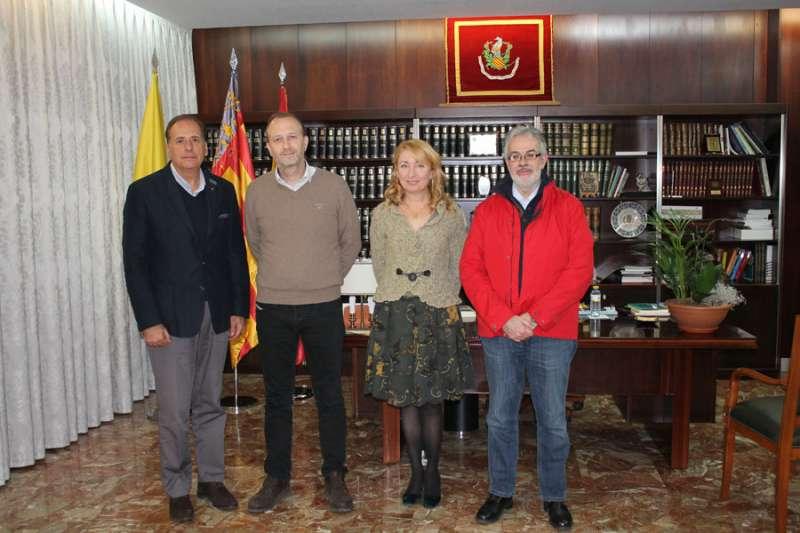 Marí y Rojo junto a miembros de la directiva del Colegio de Médicos, con su presidenta a la cabeza, Mercedes Hurtado. FOTO EPDA