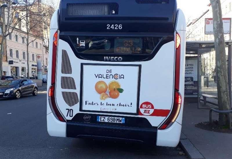 Detalle de la promo en uno de los autobuses, en una imagen difundida por la Generalitat.