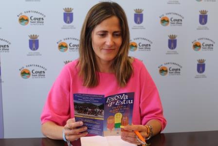 La concejal de Educación, Olga Salvador, durante la rueda de prensa.