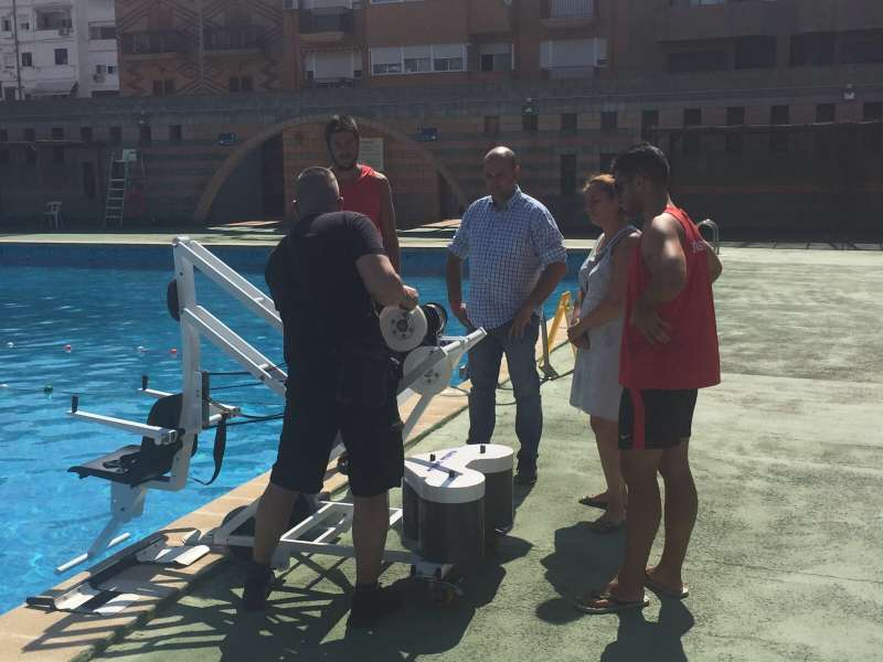 El peri dico de aqu noticias de l horta camp morvedre for Piscina municipal manises
