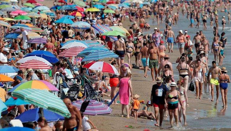 Vista general de una playa valenciana. EFE