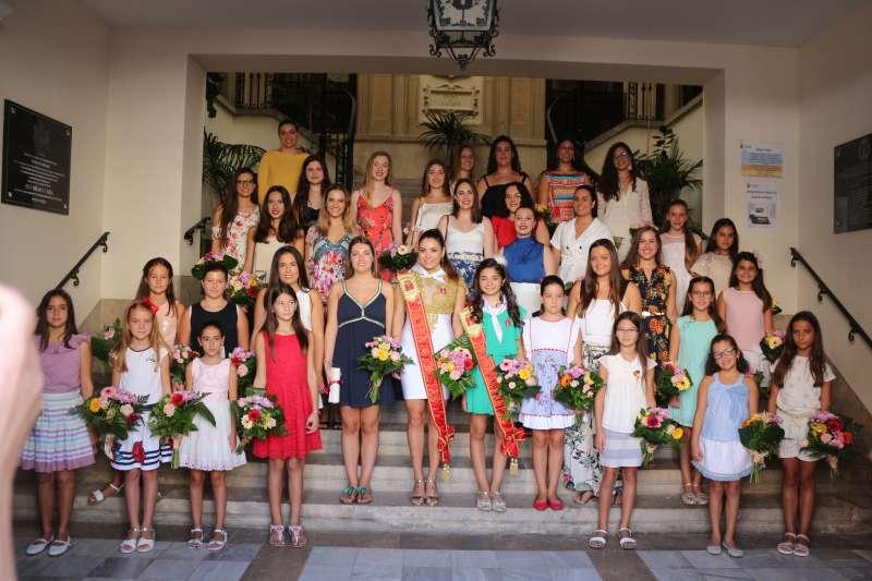 Reinas, damas y cortes en la escalera del Ayuntamiento