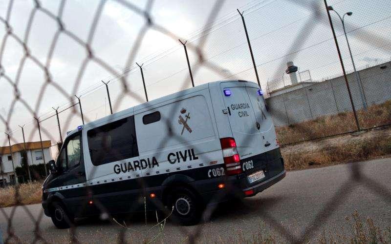 Un furgón de la Guardia Civil entra a la prisión de Picassent. EFE/Archivo