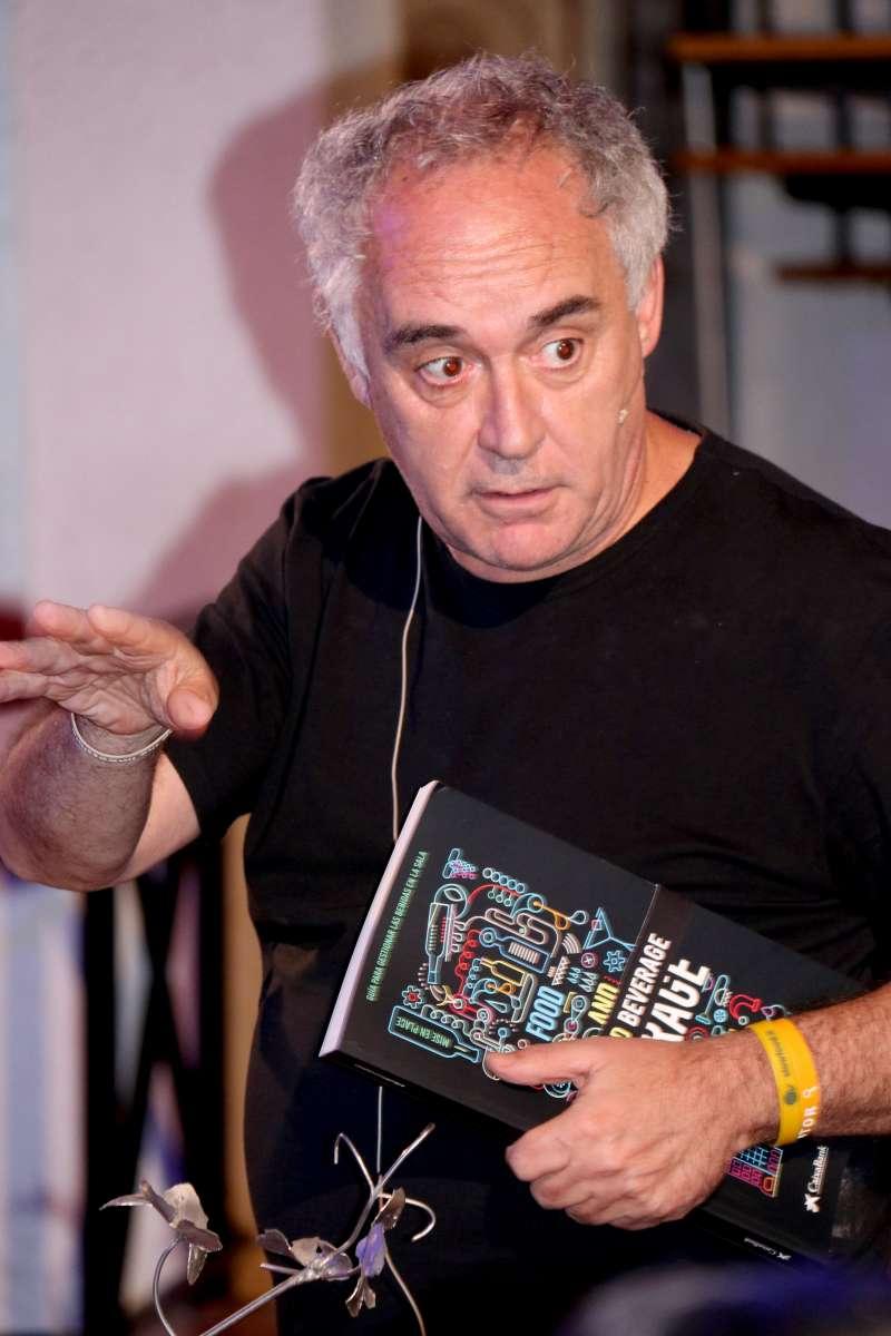 Ferran Adrià durante la ponencia. Foto: BDA