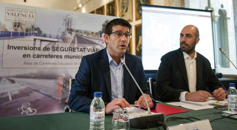 El presidente de la Diputació y el diputado de Carreteras e Infraestructuras. EPDA