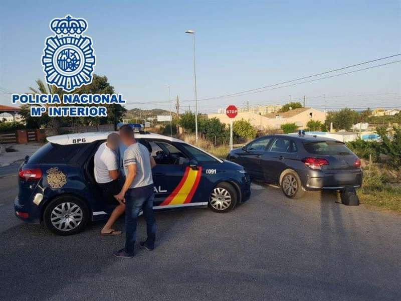 Momento de la detención en una fotografía facilitada por la Policía Nacional.