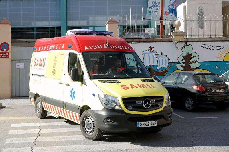 Una ambulancia atiene un suceso. EFE/Archivo