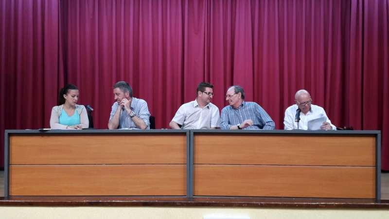 Mesa de la asamblea presidida por los reponsables de la patronal