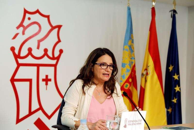 La vicepresidenta del Consell, Mónica Oltra, durante la rueda de prensa ofrecida tras el pleno del Consell. EFE