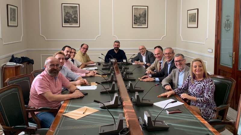 Presencia de representantes de todos los grupos municipales. EPDA