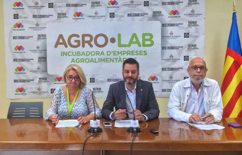 Carlos Galiana, regidor de Comerç i president de Mercavalència, Consol Castillo, regidora d