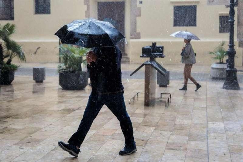 se esperan precipitaciones acumuladas en doce horas de hasta 100 litros por metro cuadrado.