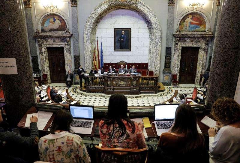 Una vista del salón de plenos del Ayuntamiento de València. EFE