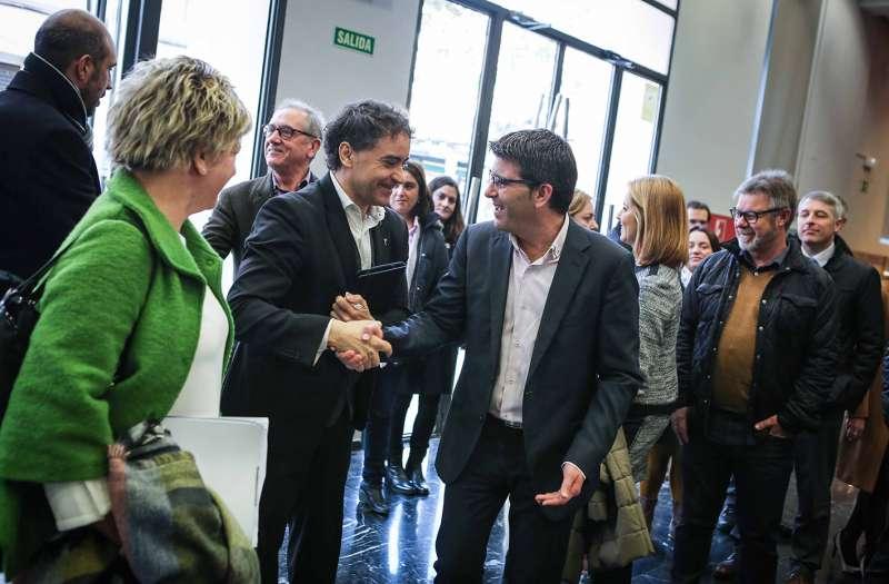Colomer saluda a Rodríguez en su llegada a Fitur